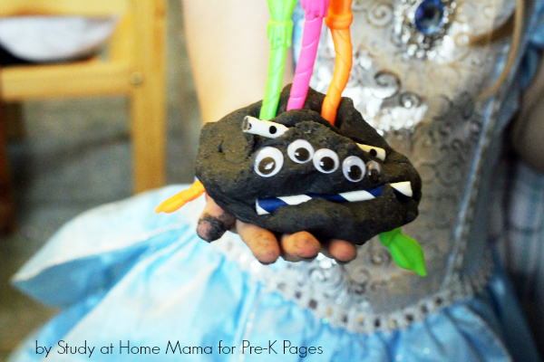 spider play dough activity