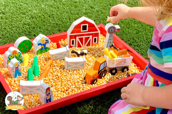 farm sensory bin for preschool